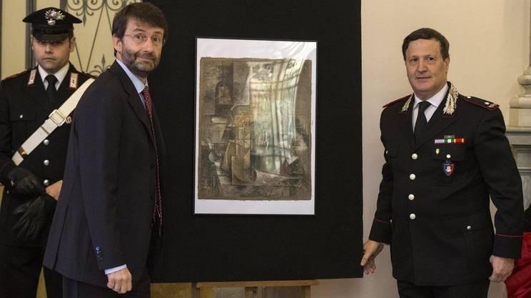 Il ministro Dario Franceschini e il generale Mariano Mossa con il Picasso