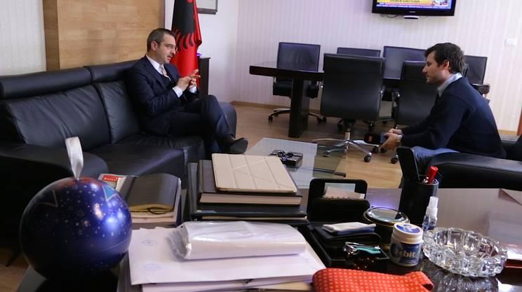 Il ministro degli interni albanese è da giorni in stretto contatto con i colleghi greci e italiani