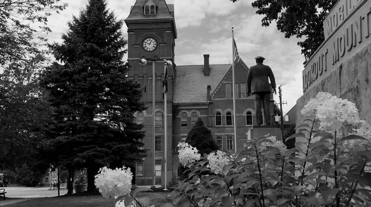 Il municipio di Carbondale una cittadina nel cuore della Rust Belt dove fino a qualche decennio fa si estraeva carbone e c'erano acciaierie.