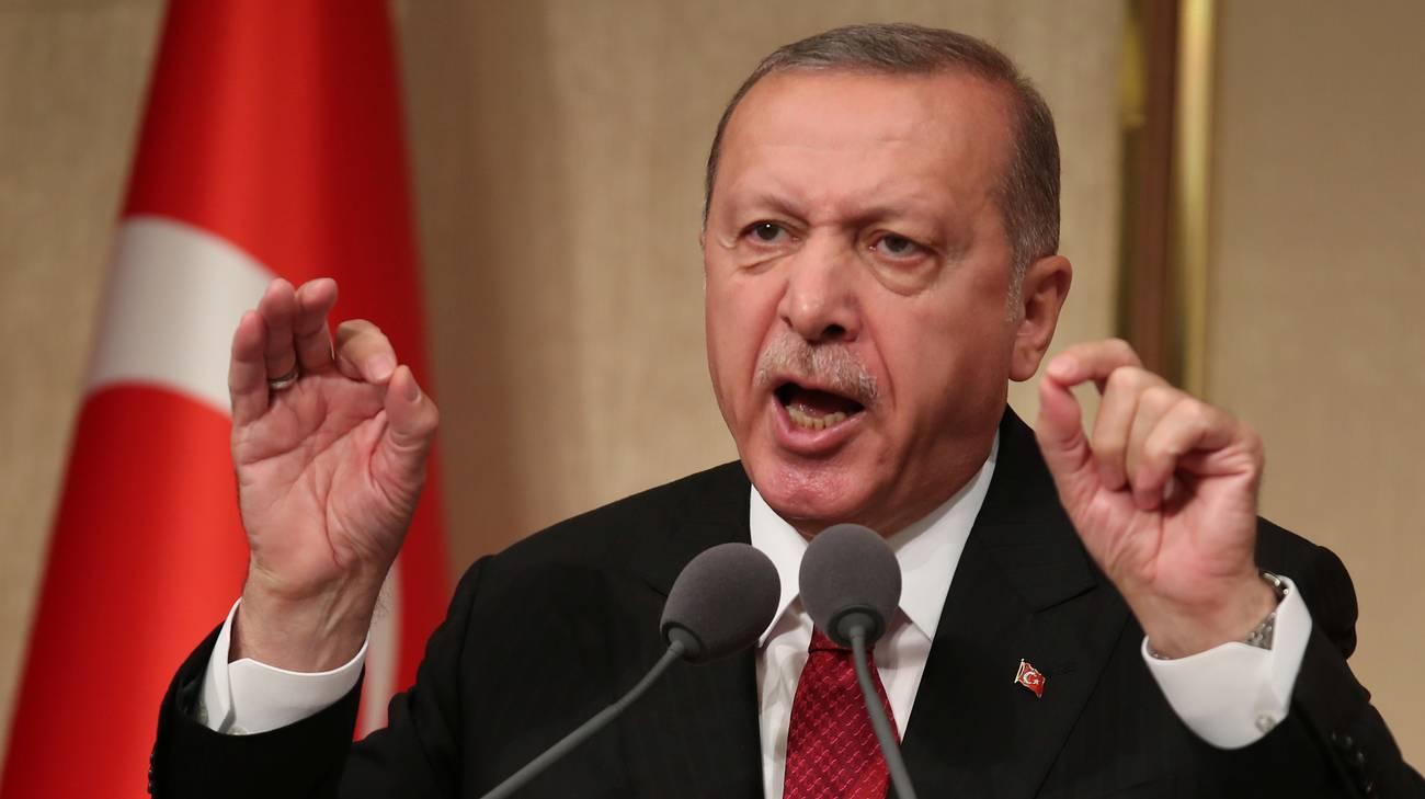 Lira turca giù in attesa della decisione sui tassi