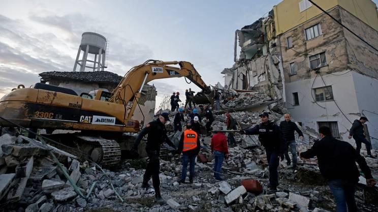 Il sisma ha avuto ipocentro a circa 10 km di profondità ed epicentro tra Shijak e Durazzo