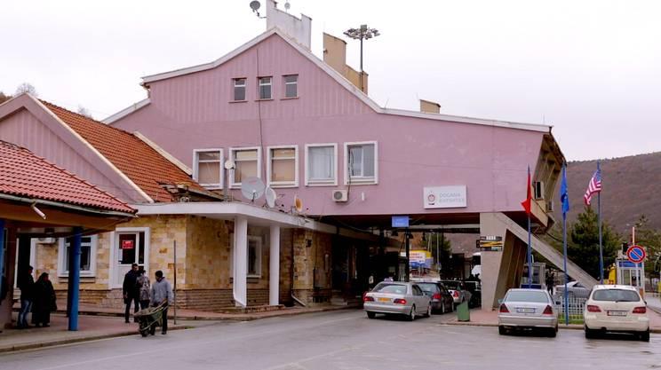 Il valico di Kapshticë. Oltre c'è la Grecia