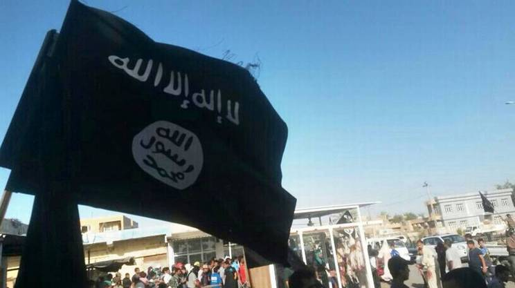Il vessillo dell'organizzazione Stato islamico, qui a Falluja in Iraq.