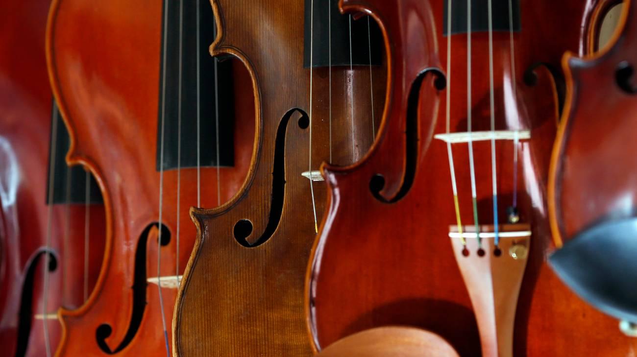 Il violino si imbarca ma senza corde
