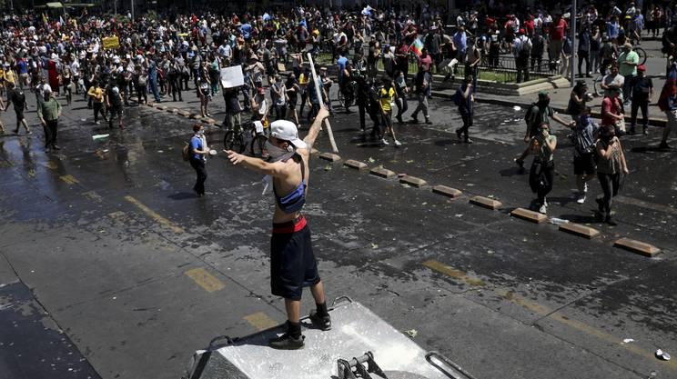 In aumento - sono già 600 - le persone finite agli arresti per violazione del coprifuoco