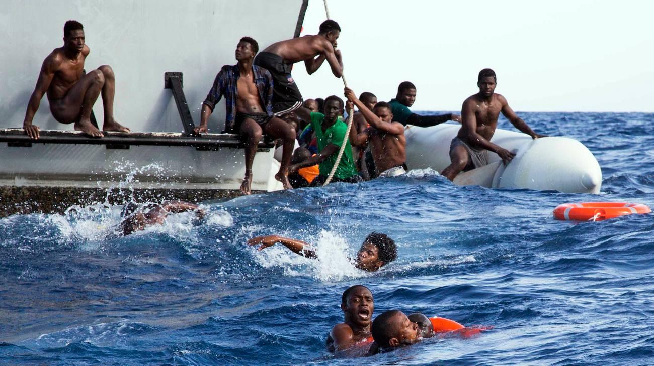 La disperazione di alcuni migranti: 5 di loro sono appena affogati per sfuggire ai libici