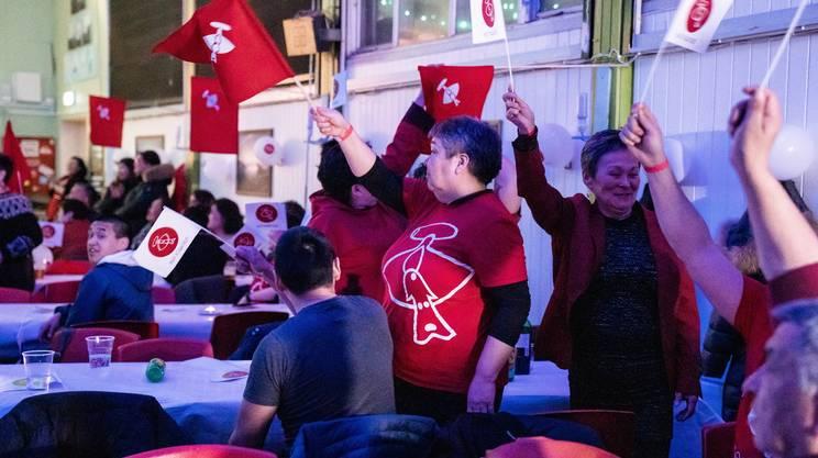 La gioia dei vincitori, il partito Inuit Ataqatigiit