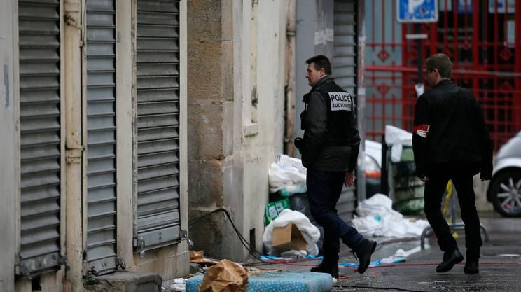 La polizia francese all'opera a Saint-Denis