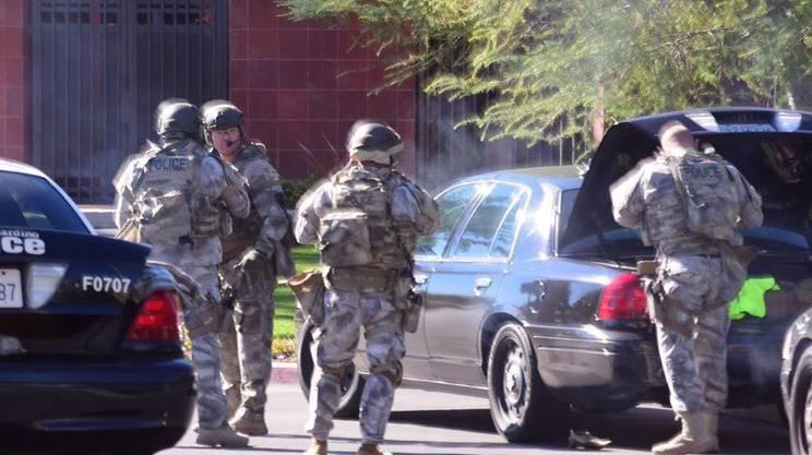 La polizia sul luogo della sparatoria