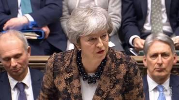 """May: """"Avanti con la Brexit"""""""