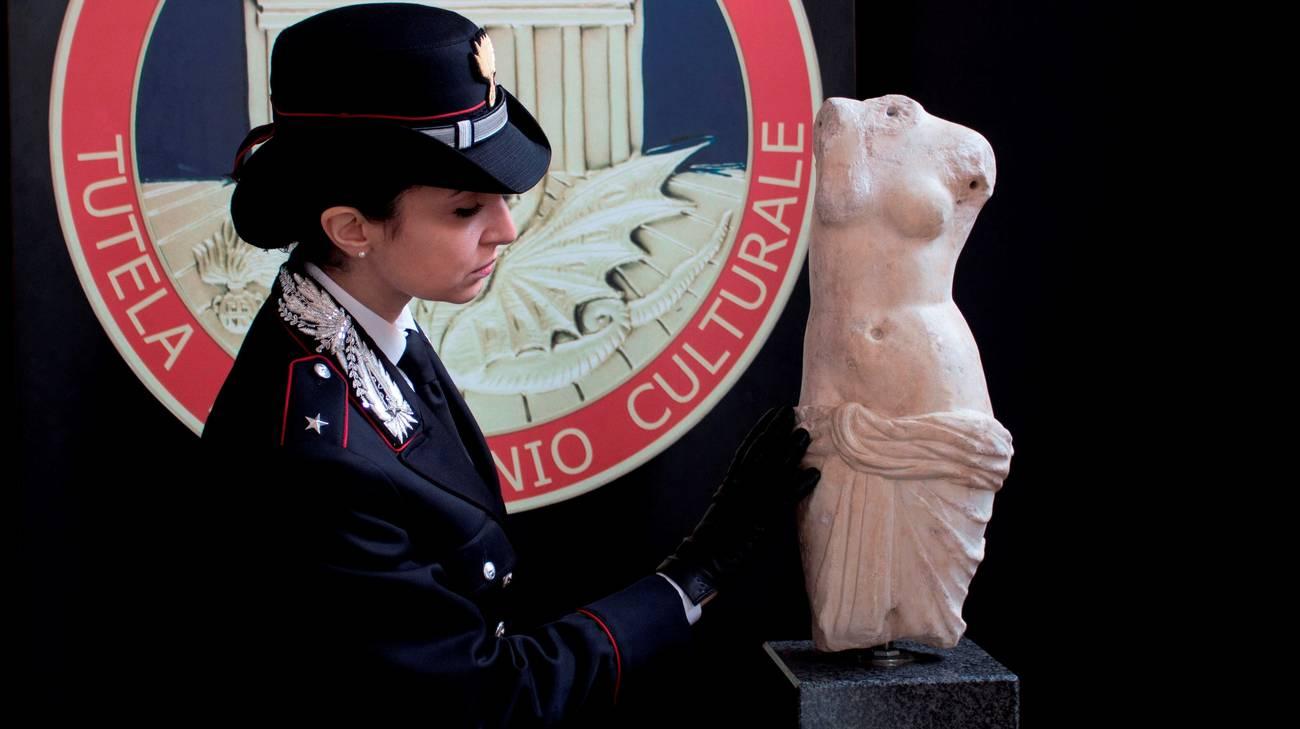 La scultura in marmo del I sec. d.C., acefala, era stata rubata nel 2011 all'Università di Foggia