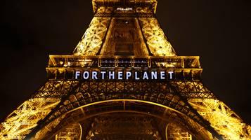 La tour Eiffel durante il COP21