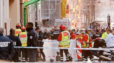 Accoltella passanti: ucciso