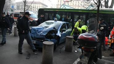 Carambola a Milano, tre feriti