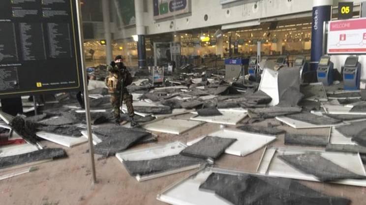 L'interno del terminal dell'aeroporto devastato da uno scoppio