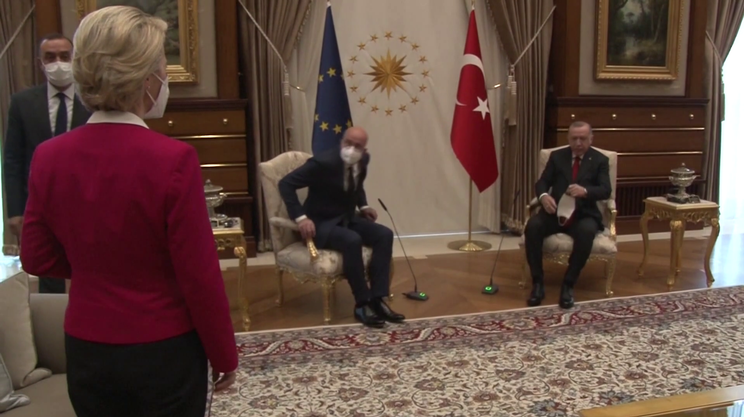 Lo sconcerto della ex ministra della Difesa tedesca