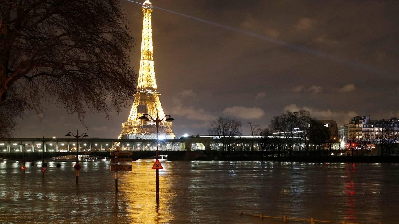 Parigi, due persone in ostaggio