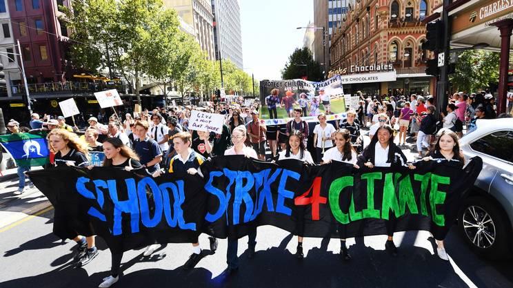 Migliaia di studenti scendono in piazza per il clima
