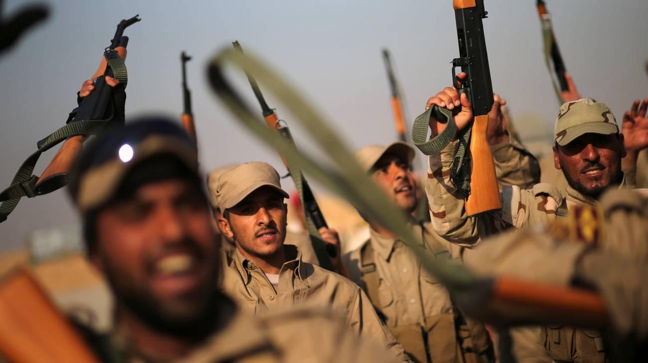 Miliziani della Mobilitazione popolare durante l'addestramento