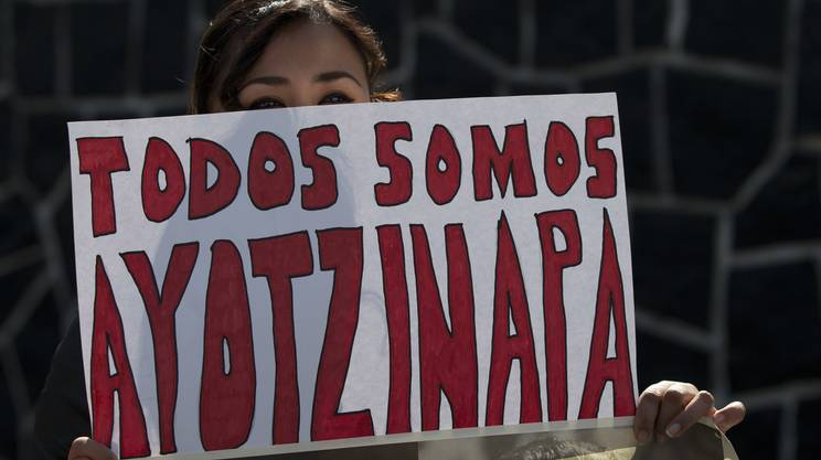 Nel settembre del 2014, alcuni studenti si impossessarono di cinque bus per raggiungere Città del Messico