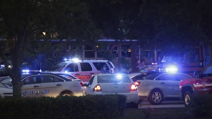 Polizia e soccorritori accorsi in forze sul luogo della sparatoria