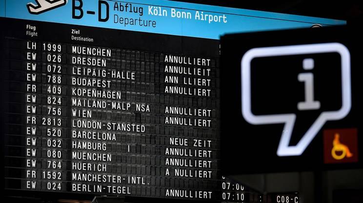 Raffiche di cancellazioni per treni e aerei, soprattutto in Germania