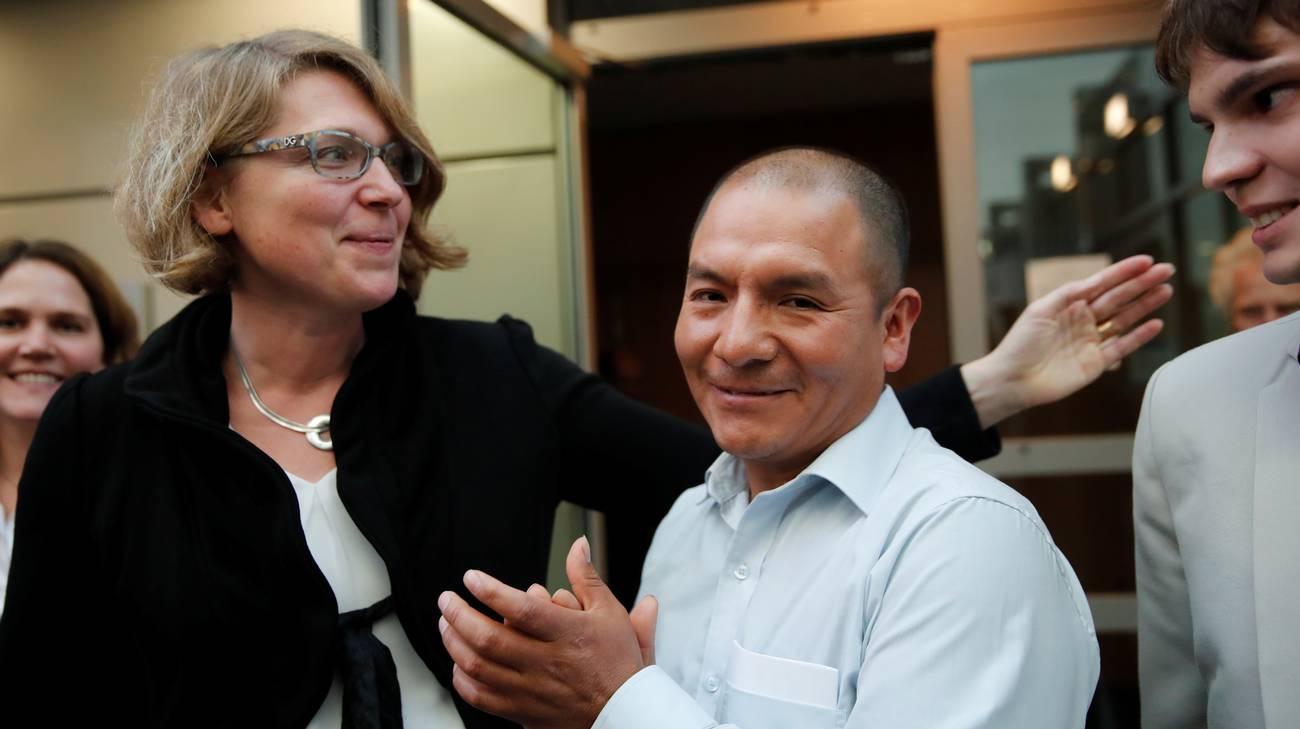 Saúl Luciano Lliuya con la sua avvocata Roda Verheyen