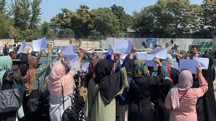 Settembre 2021: a Kabul alcune donne chiedono ai talebani di garantire i loro diritti
