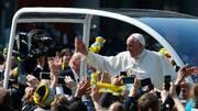 Milano, il Papa tra le palme