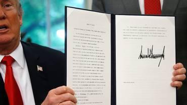 Bimbi migranti, Trump ha firmato