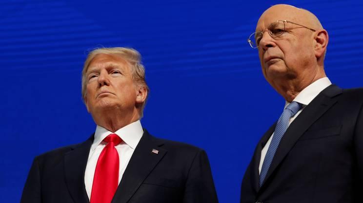 Trump, qui a fianco dello storico fondatore e presidente del WEF, il professor Klaus Schwab