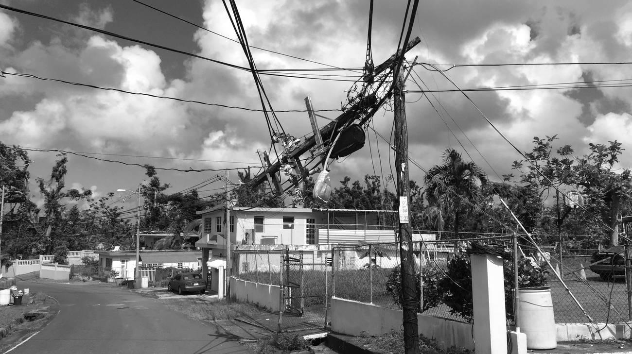 Un traliccio elettrico distrutto dall'uragano