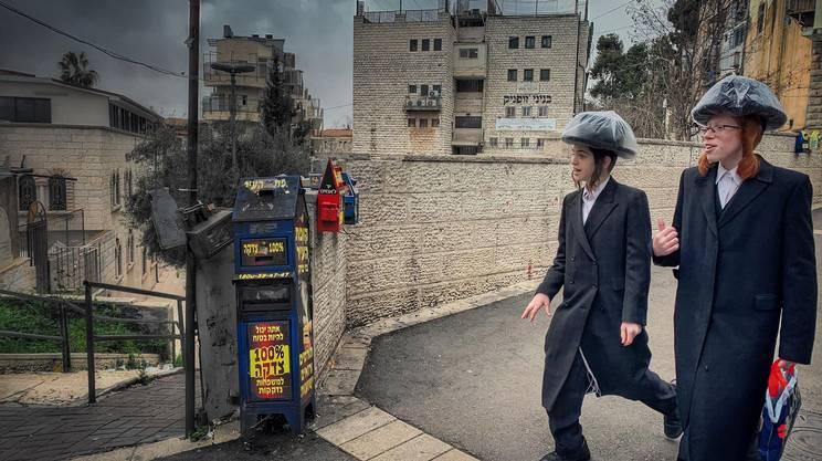 Una cassetta per l'elemosina a Gerusalemme Ovest