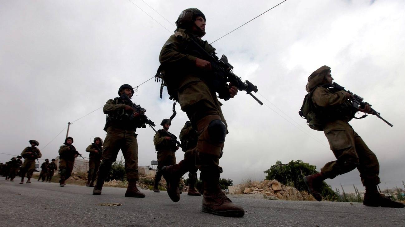 Una pattuglia israeliana a Hebron (archivio)