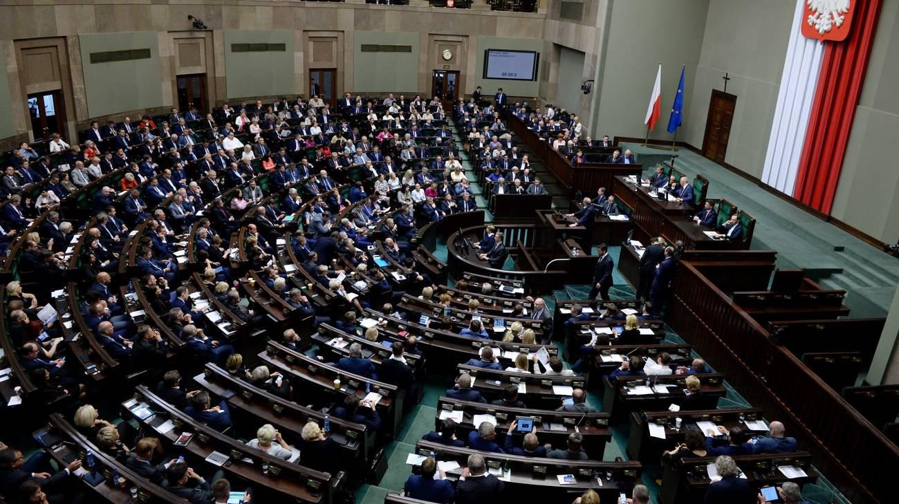 Parlamento polacco sfida l 39 ue rsi radiotelevisione svizzera for Radio parlamento streaming