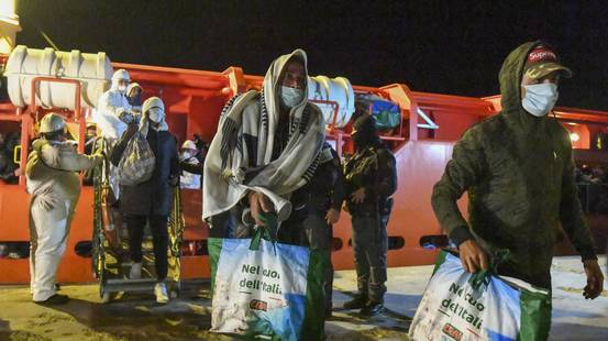 Nuovi sbarchi di massa a Lampedusa