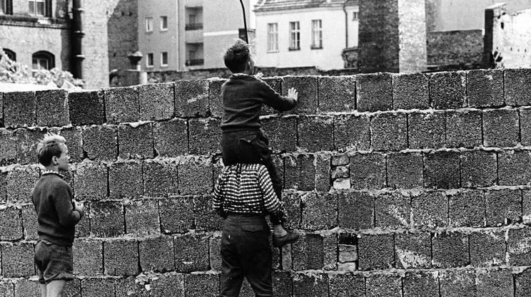 1961 - A Berlino si costruisce il muro