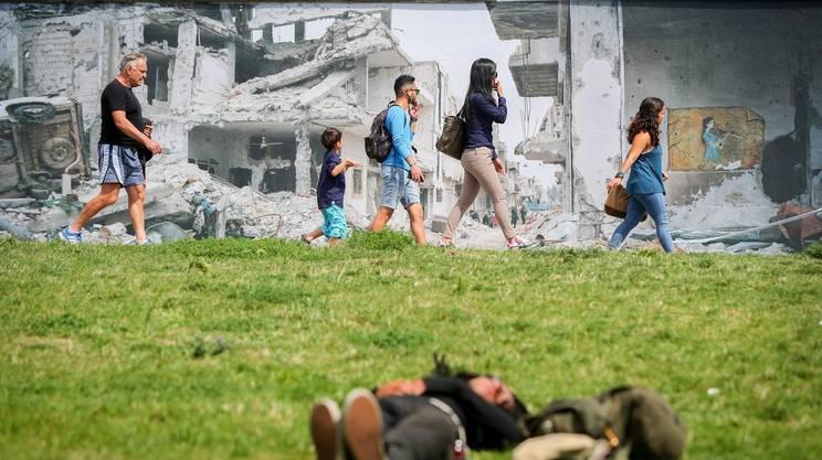 2016 - Su quel che resta del muro di Berlino la distruzione della guerra in Siria