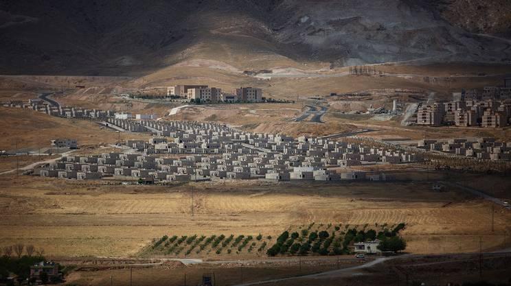 La città nuova, costruita ai piedi della collina, per dare alloggio ai 3000 residenti di Hasankeyf, è ancora semi-disabitata