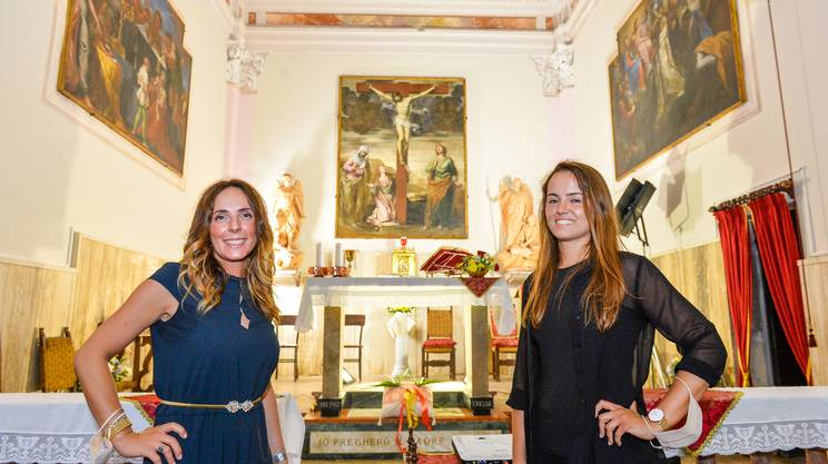 Le restauratrici Isella e Mancini a lavoro finito, a Dumenza, dopo 18 mesi di attività