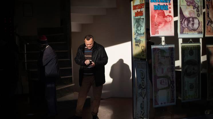La crisi economica della Turchia vista dal Gran Bazar di Istanbul