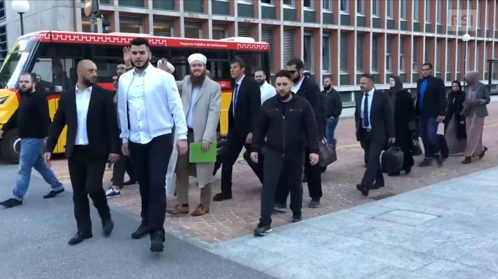 Blancho e i suoi sostenitori arrivano al TPF al grido di Allah Akbar