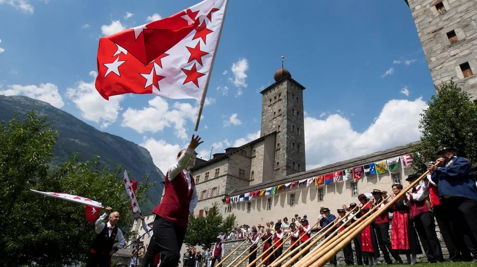 11'000 cantanti, suonatori del corno alpino e lanciatori di bandiere.