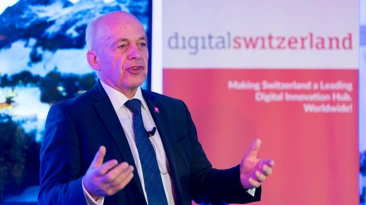 Ueli Maurer durante il suo intervento all'incontro Digitalswitzerland