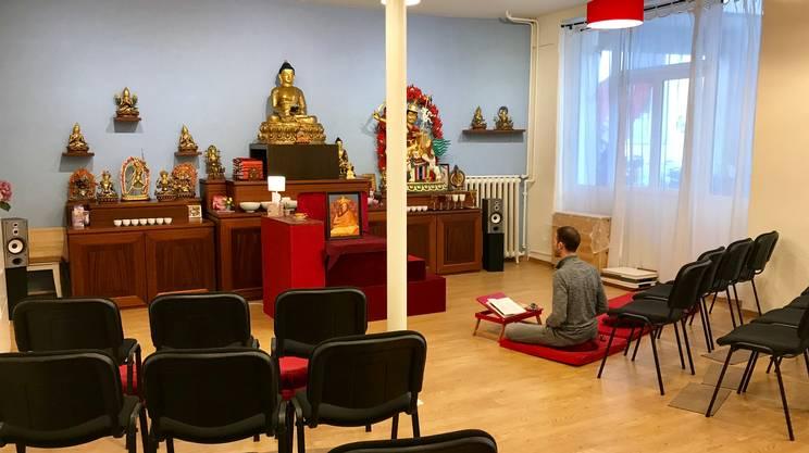 Alessandro, durante la pratica della meditazione