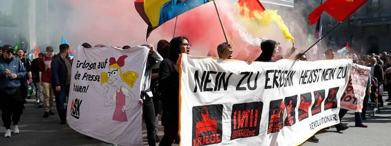 Alla manifestazione hanno partecipato migliaia di persone