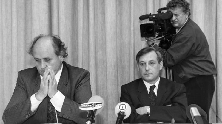 Carobbio, qui accanto all'allora consigliere agli Stati Carlo Schmid, qui in un'immagine del 1990, all'epoca dei lavori della CPI istituita sulla vicenda di P26