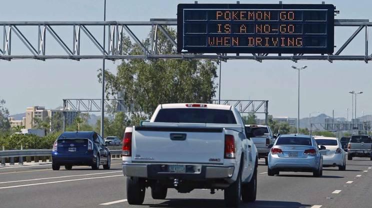 Cartellone autostradale in Arizona: «Pokemon-go è No-Go alla guida in auto»