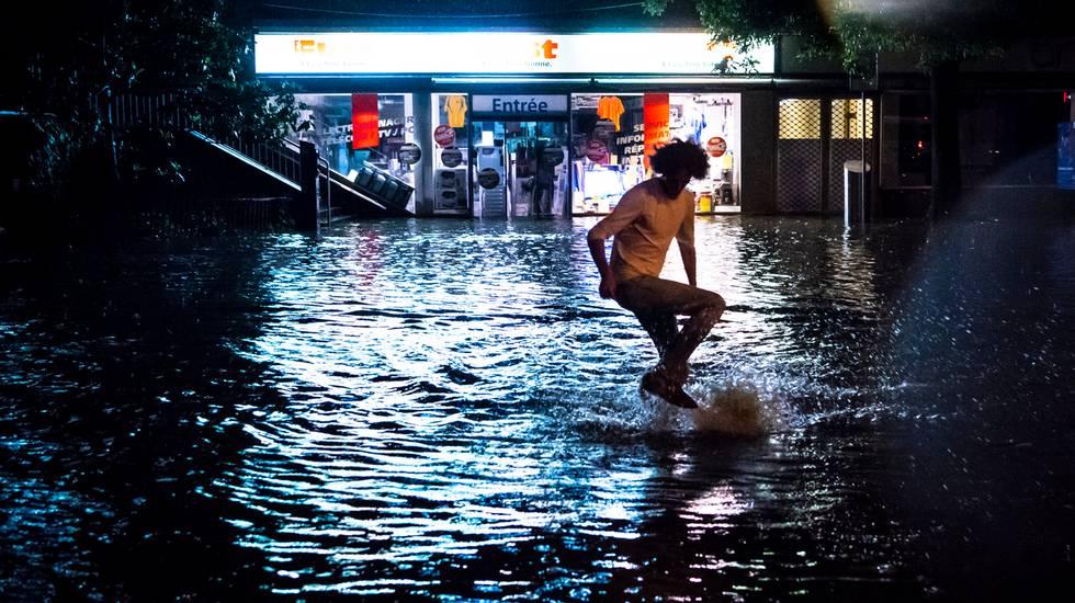 Strade di Losanna trasformate in fiumi