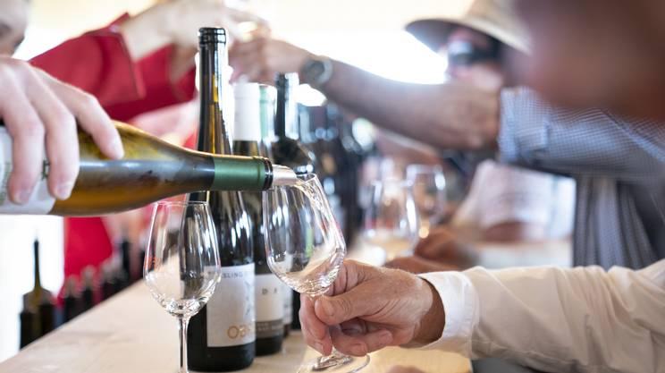 Degustazioni di vini grigionesi nel corso della Fête des Vignerons, il grande evento che ha avuto luogo a Vevey fra luglio e agosto